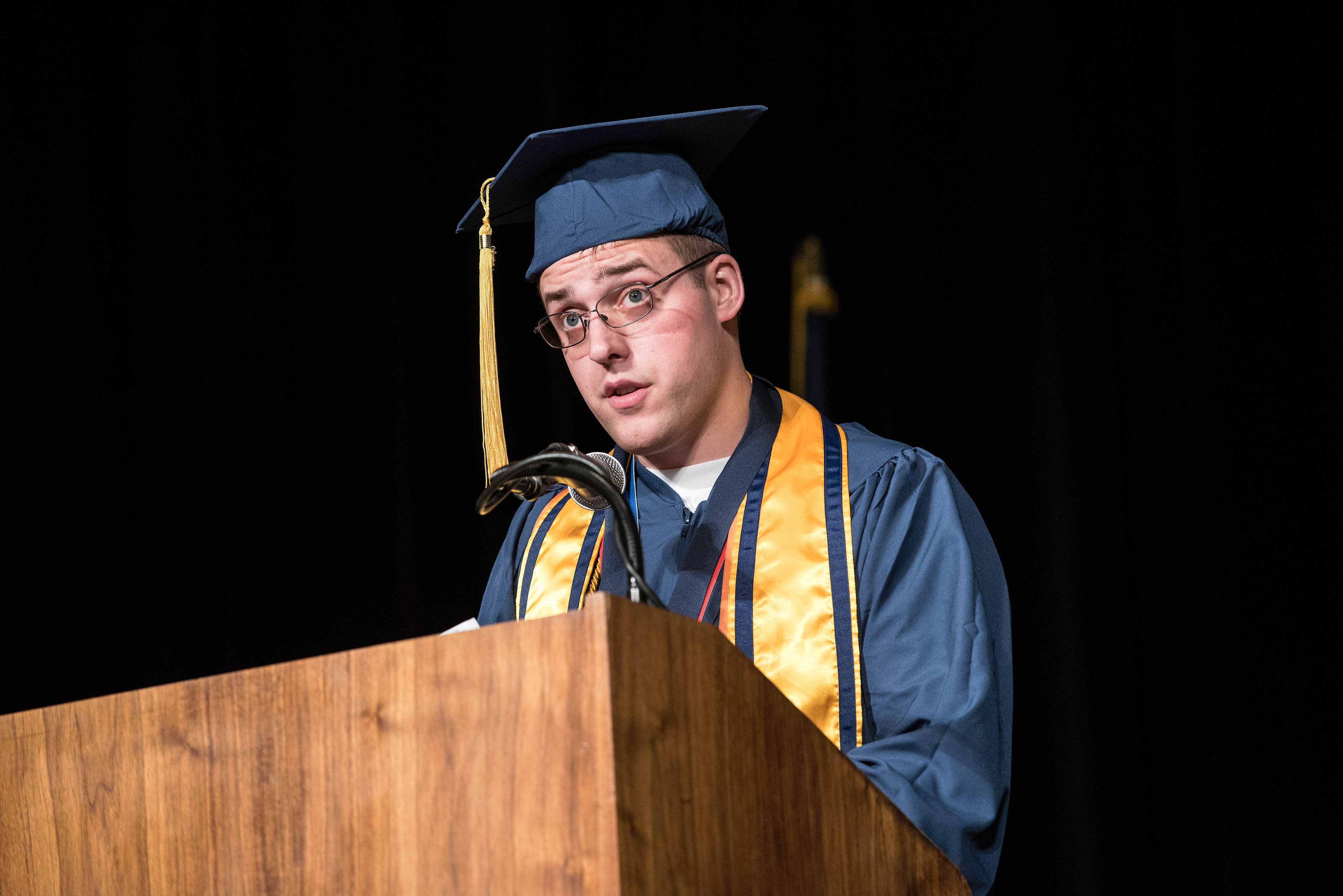 Jake Ledman delivers his commencement remarks to the Class of 2018
