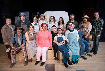 Charlottes Web Cast Photo 2017.jpg